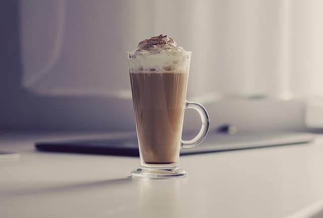 Kaffe latte med krem