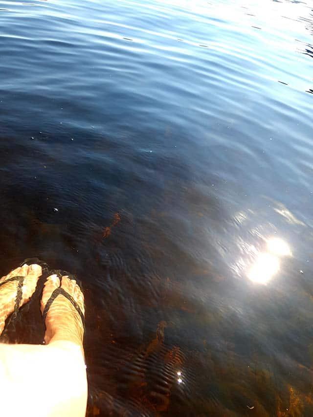 Føtter i vann
