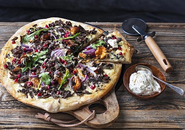 finnmarkrein-hvitpizza-finnbiff_StianBroch_KristinJøtun